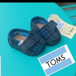 NWT. TOMS. Toddler shoes.